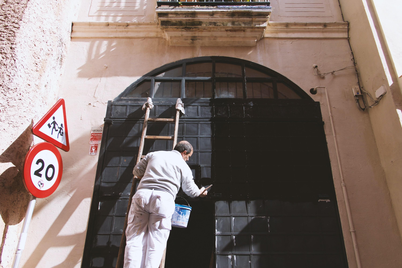 Giv dit hjem merværdi med en omgang maling i køkkenet